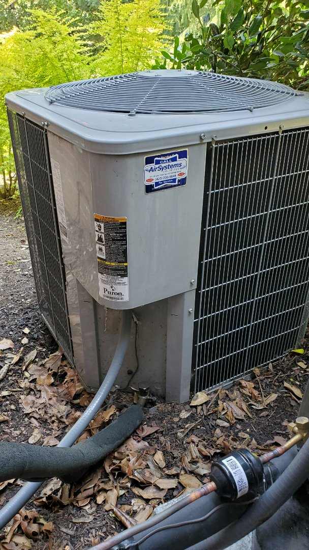 Chattanooga, TN - AC maintenance call. Performed service on Carrier units