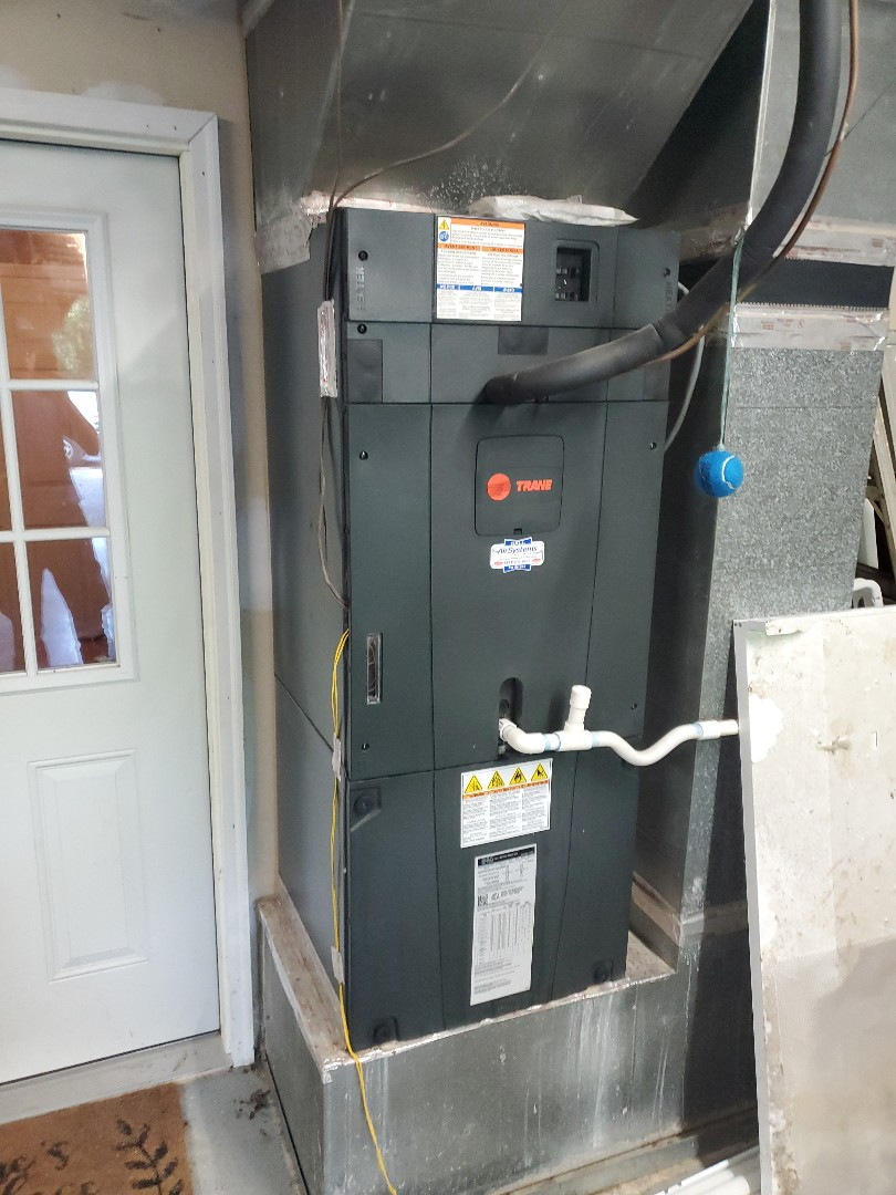 Ooltewah, TN - Service call.  Performed maintenance on Trane heat pump air conditioner.