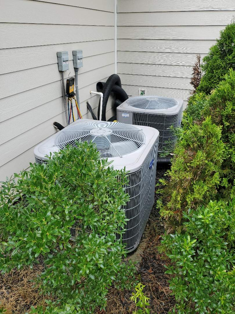 Ooltewah, TN - Service call.  Performed service on Carrier air conditioner.