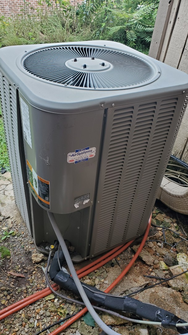 Chattanooga, TN - AC maintenance call. Performed service on Lennox system