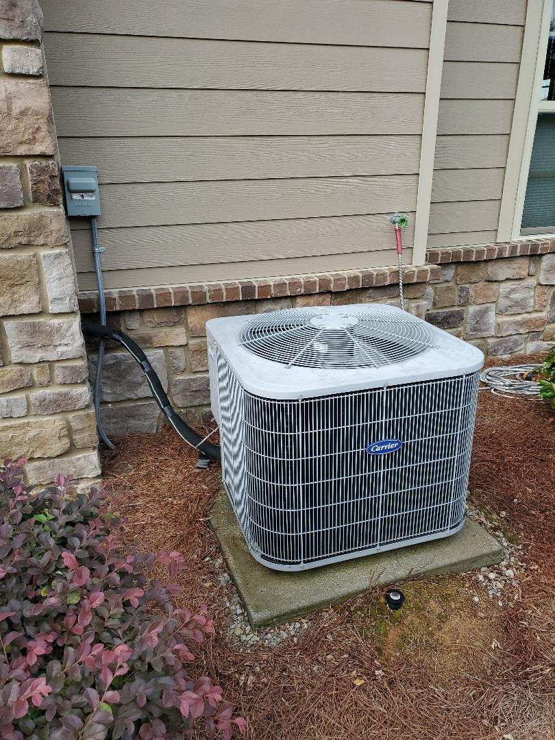 Ooltewah, TN - Service call.  Performed maintenance on Carrier air conditioner