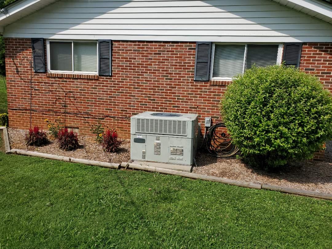 McDonald, TN - Installation of new American Standard heat pump package unit.