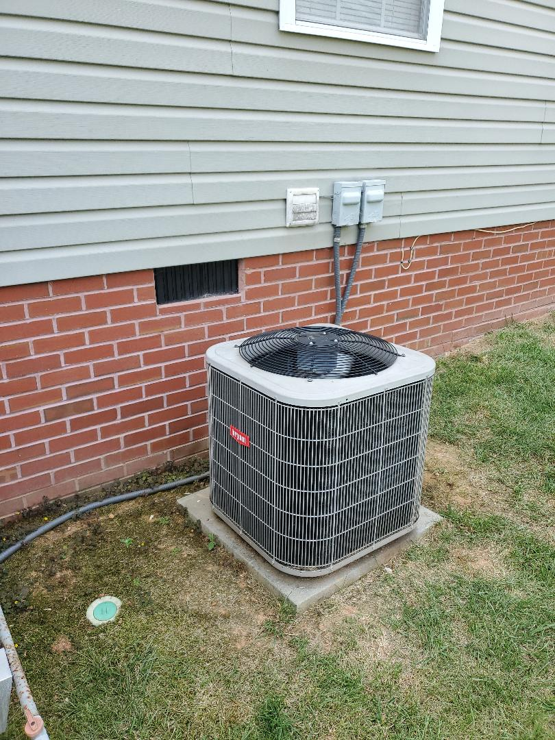 Ooltewah, TN - Service call.  Performed repair on Bryant air conditioner.