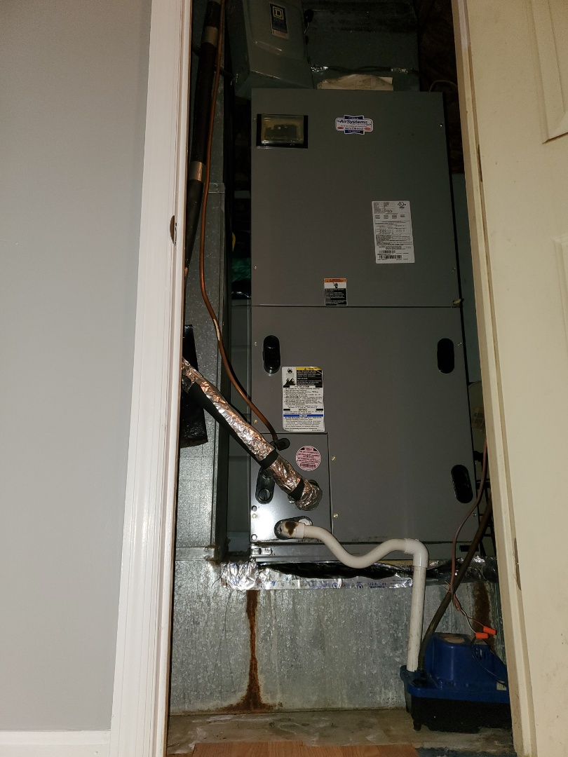 Cleveland, TN - Service call.  Performed service on Tempstar heat pump air conditioner.
