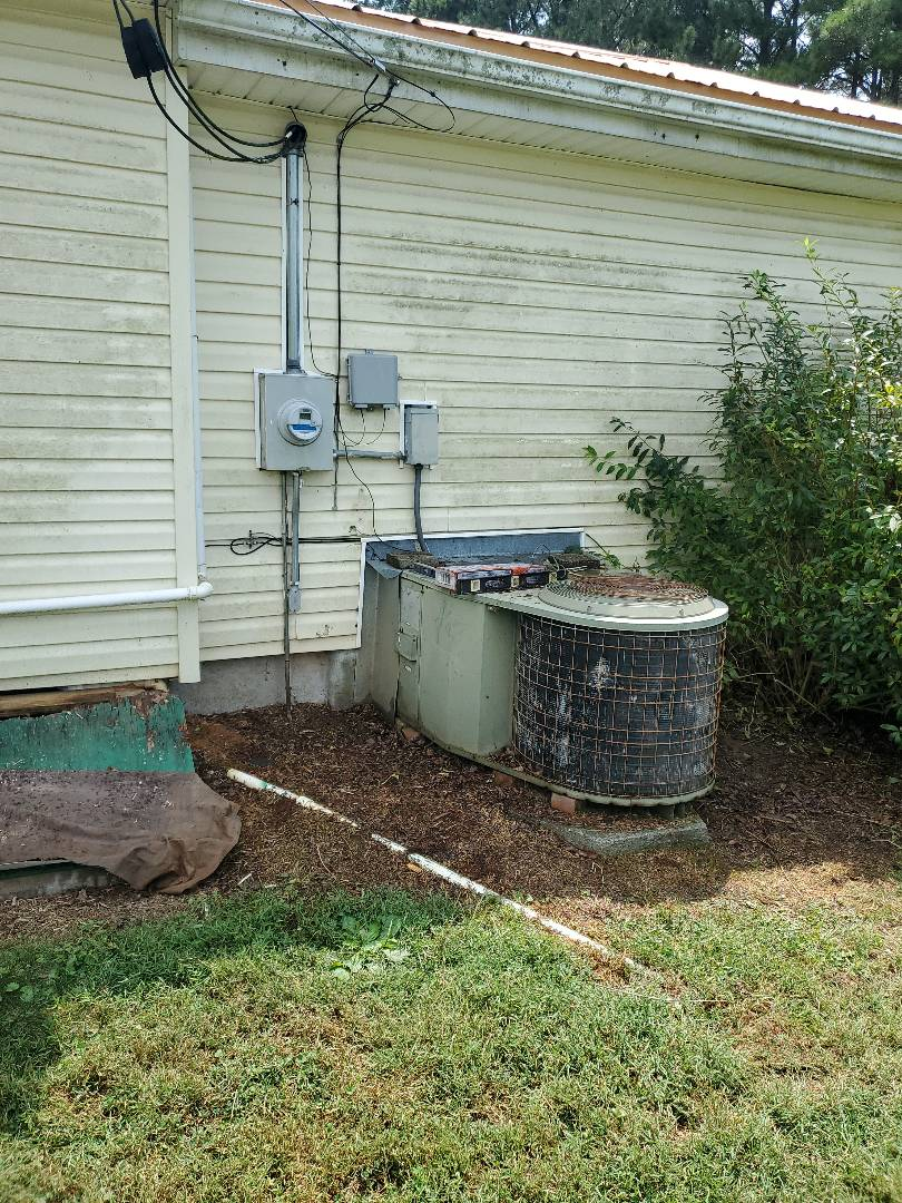 Cleveland, TN - Service call.  Performed repair on Goodman package system