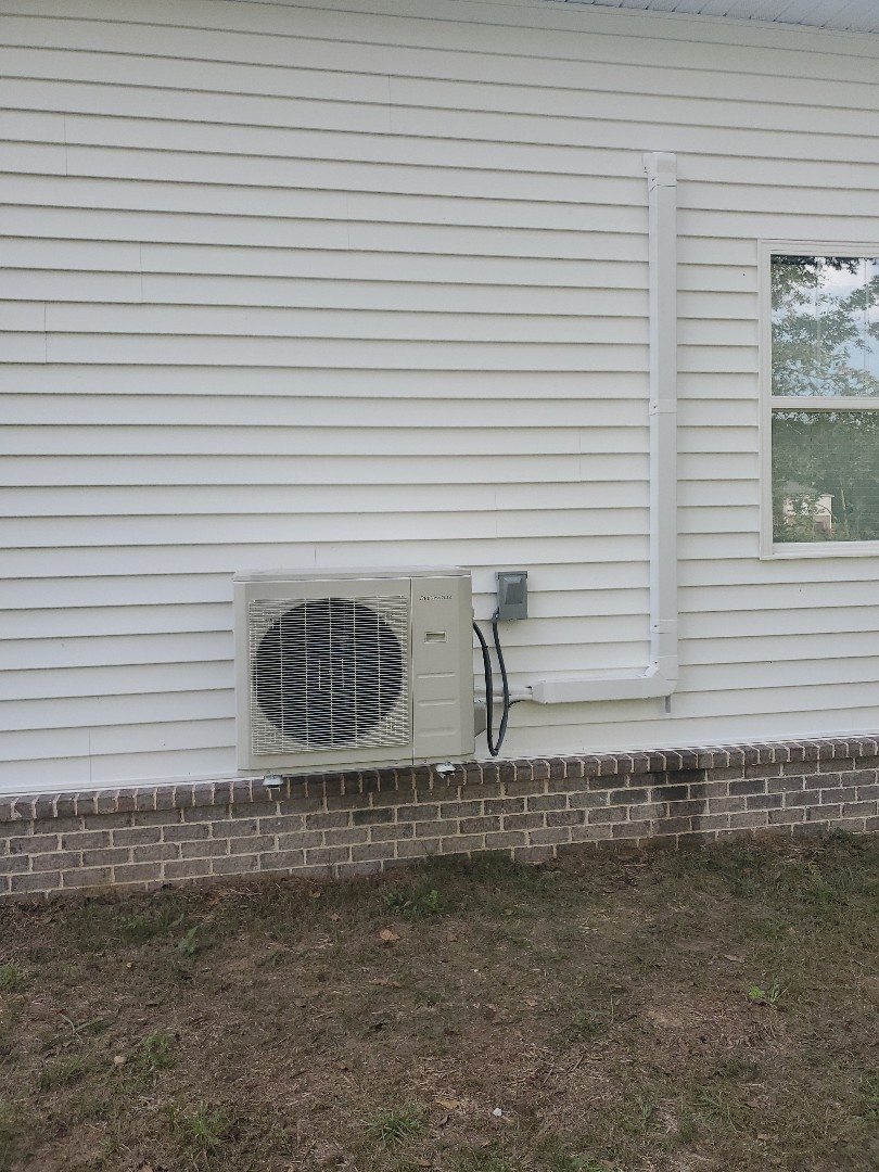 Cleveland, TN - Service call.  Performed repair on DuctlessAire minisplit.