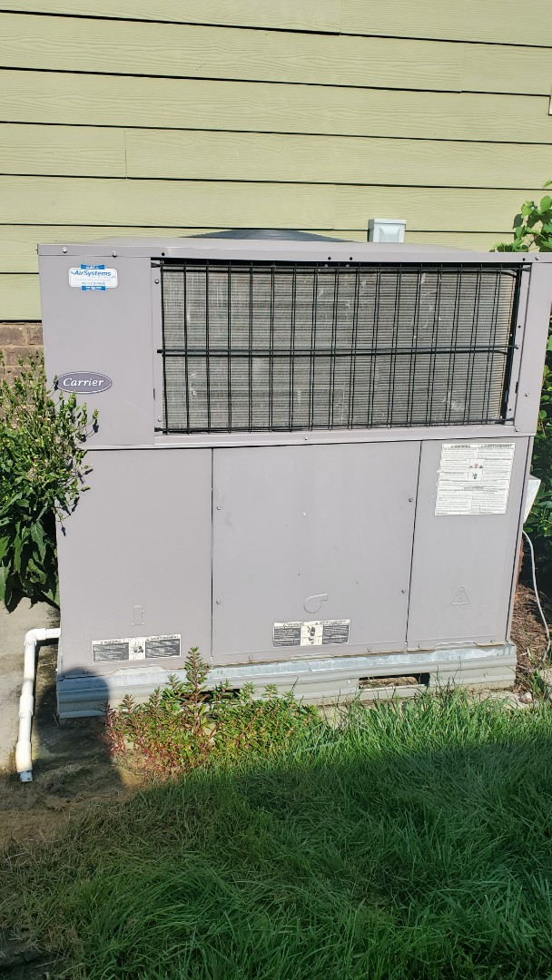 Ooltewah, TN - Gas package unit/ heat pump maintenance call. Performed service on Carrier units