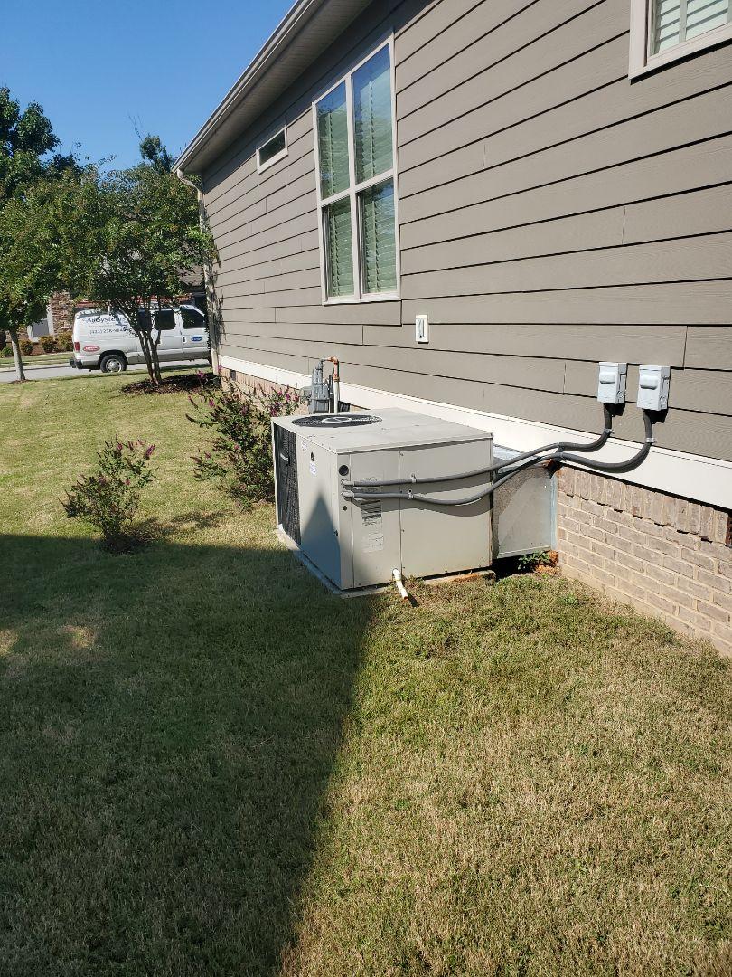 Ooltewah, TN - Service call.  Performed maintenance on Frigidaire heat pump.