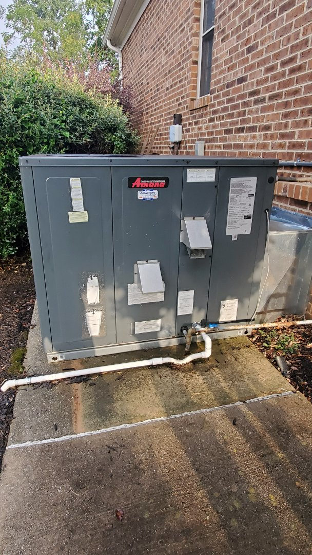 Ooltewah, TN - Fall maintenance. Performed service on Amana gas package unit and Lennox heat pump