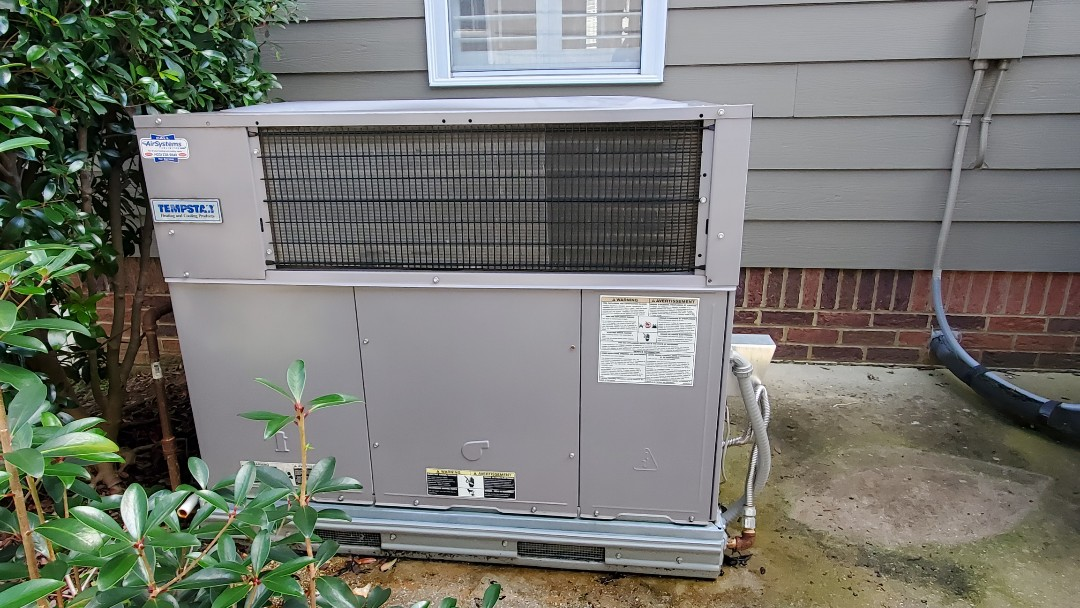 Ooltewah, TN - Fall maintenance. Performed service on Carrier gas package unit and Lennox gas furnace
