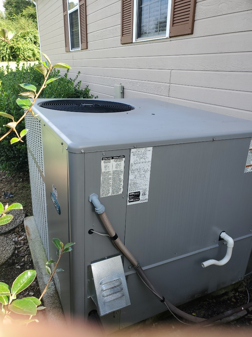 Cleveland, TN - Service call.  Performed maintenance on Airease gas package system
