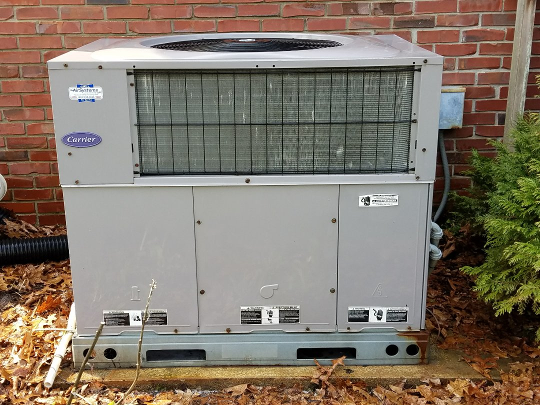 Cleveland, TN - Maintenance Call. Performed tune up on Carrier Package Heat Pump HVAC System