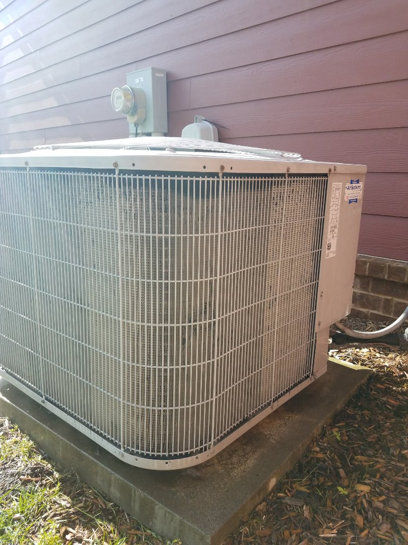 Ooltewah, TN - Preventive maintenance. Performed maintenance on carrier hvac system.
