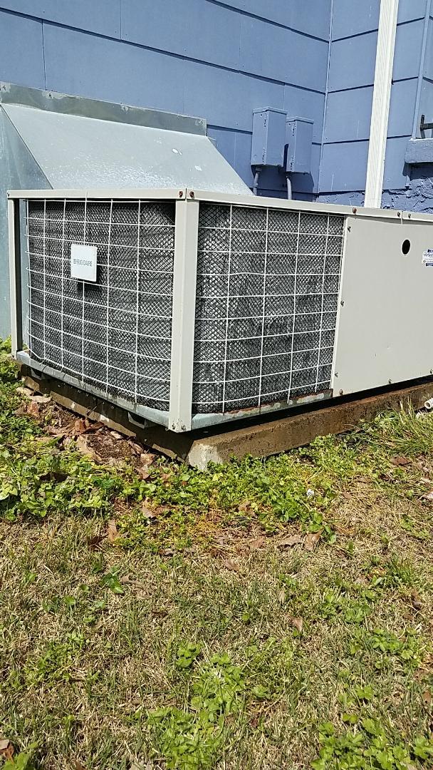 Chattanooga, TN - Preventive maintenance. Performed maintenance on Frigidaire heat pump.