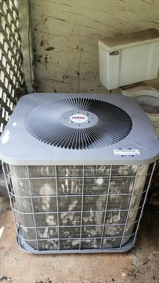 Chattanooga, TN - Service call. Performed repair on Heil heat pump.