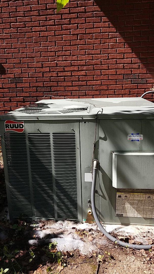 Ooltewah, TN - Maintenance call. Performed maintenance on Rudd AC