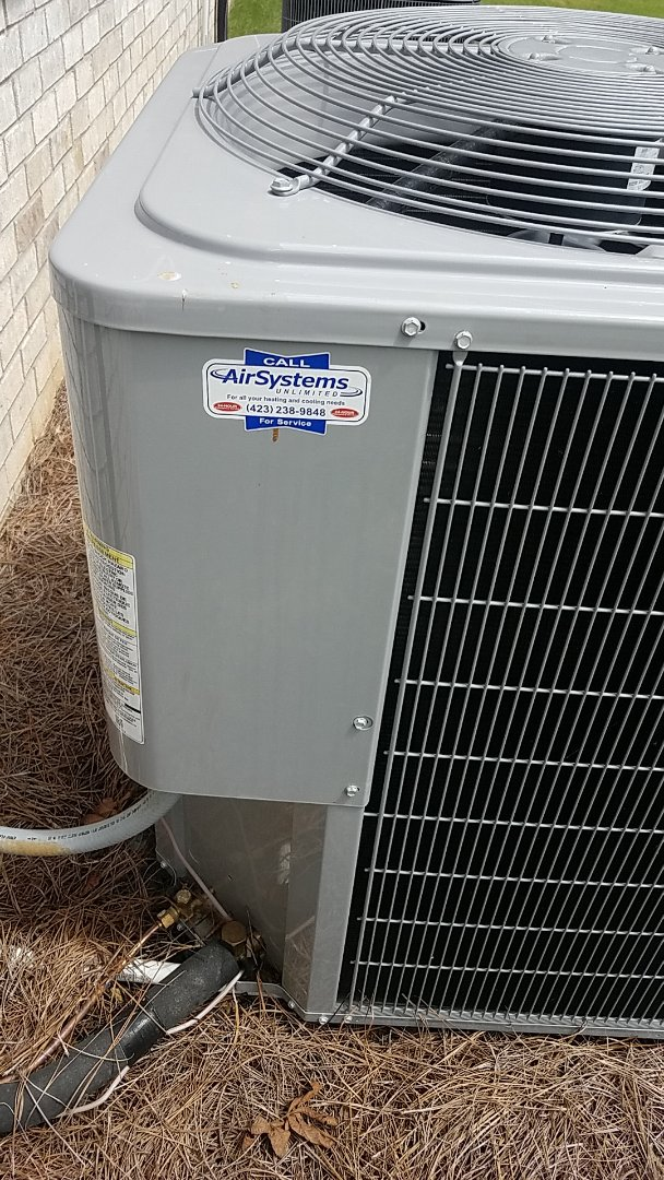 Signal Mountain, TN - Service call. Carrier Heat Pump condenser.