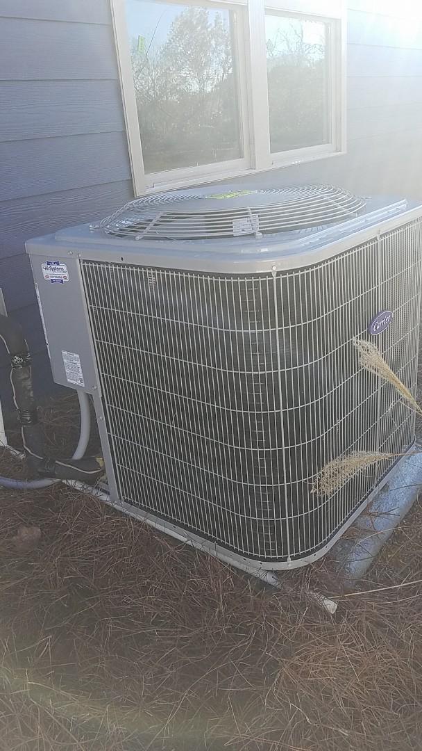 Ooltewah, TN - Maintenance call.  Performed maintenance on Carrier heat pump