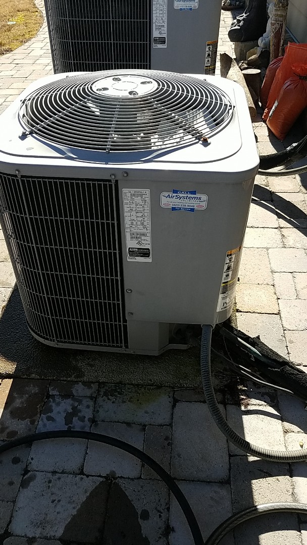 Chattanooga, TN - Service call. Performed maintenance on Carrier Heat Pump.