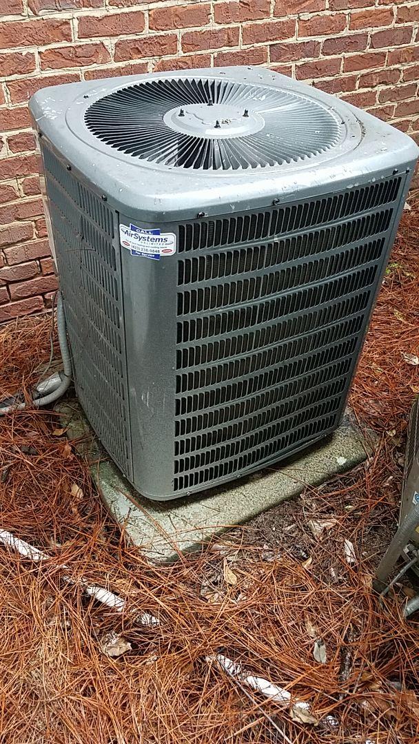 Chattanooga, TN - Service call. Performed maintenance on Goodman Heat Pump system.