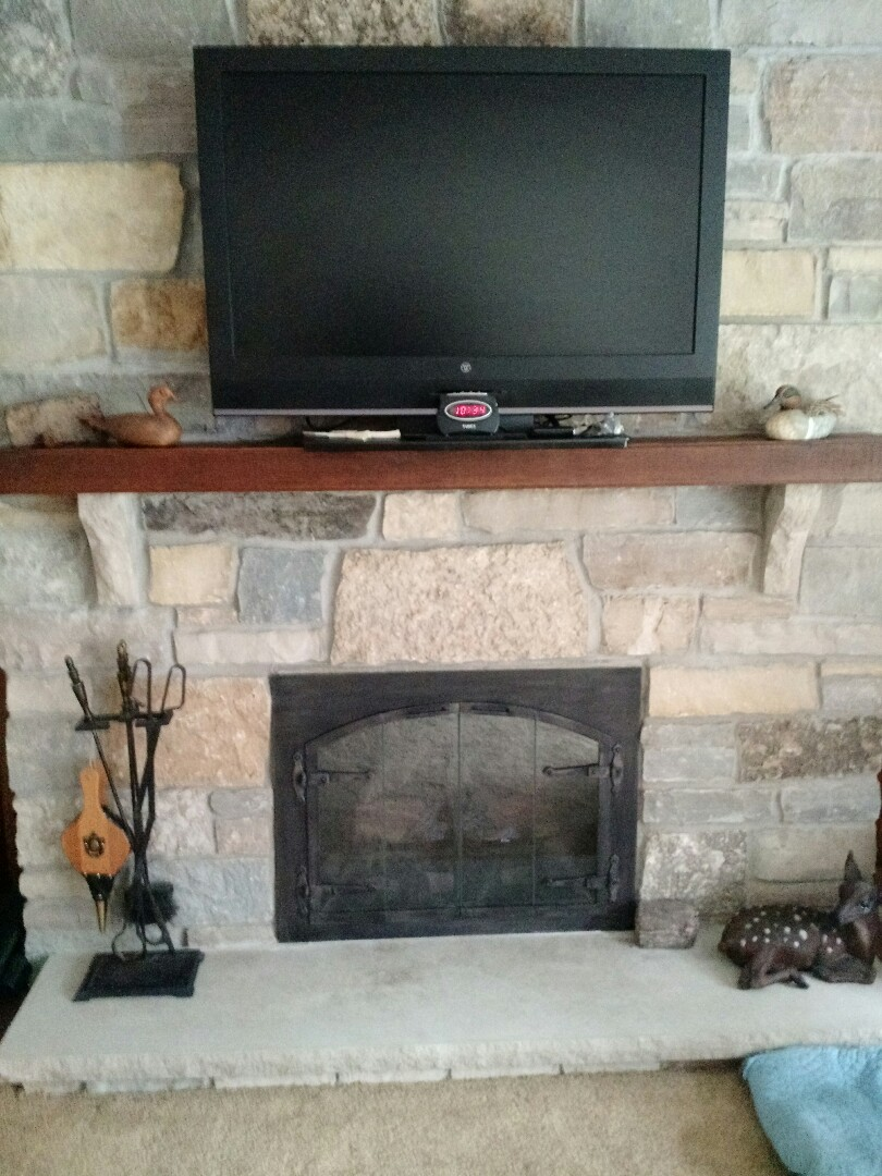 Pewaukee, WI - Service Gas Logs Fireplace.