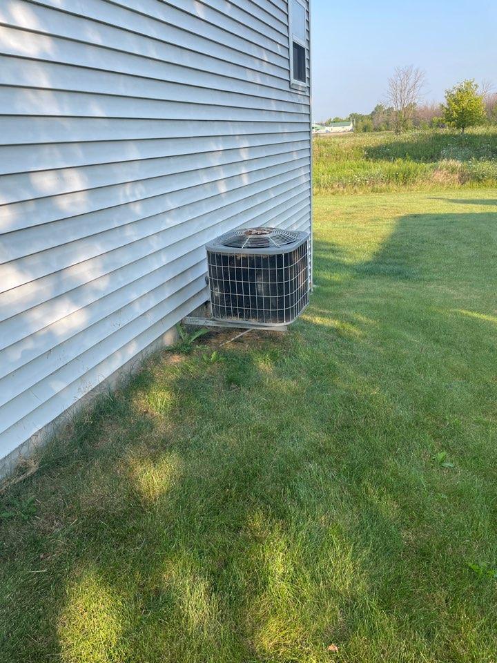 Ixonia, WI - Carrier air conditioner repair