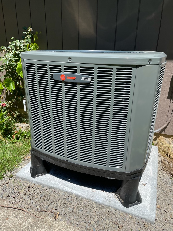 Happy we were able to help some of our friends in Battle Ground, WA with a heat pump replacement. The new Trane XR14 heat pump and TEM6 air handler Will give all the heating and cooling that's needed through the seasons.
