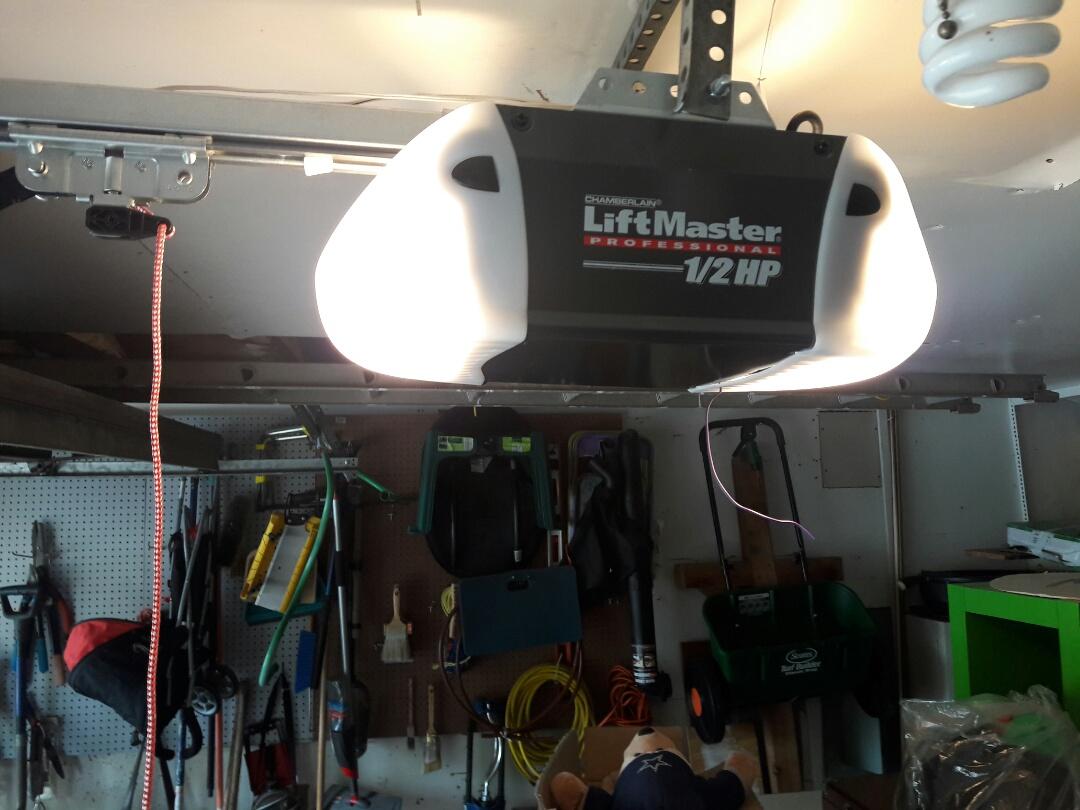 Dallas, TX - Garage door opener problem new 3240 liftmaster screwdrive