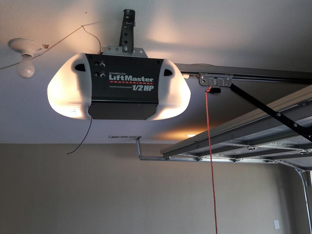 Rowlett, TX - Garage door opener problem. Installed 3240 liftmaster screwdrive opener and door tune up