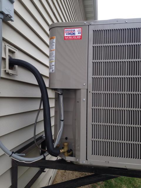 Osseo, MN - Performing repair on bryant air conditioner in maple grove mn