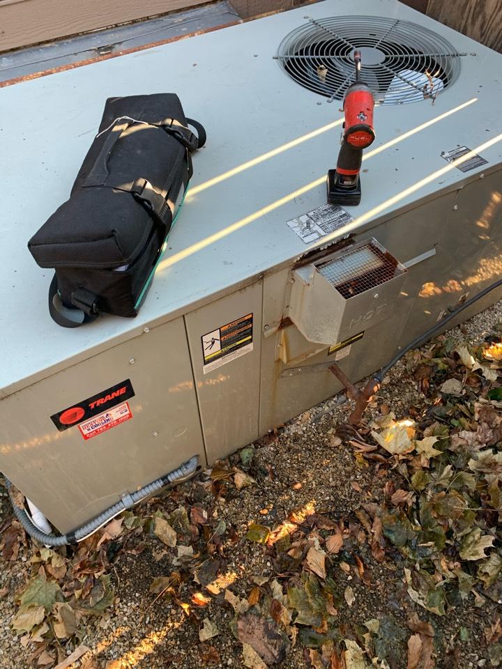 Wayzata, MN - Performed a fall maintenance on a packaged unit in Wayzata Mn