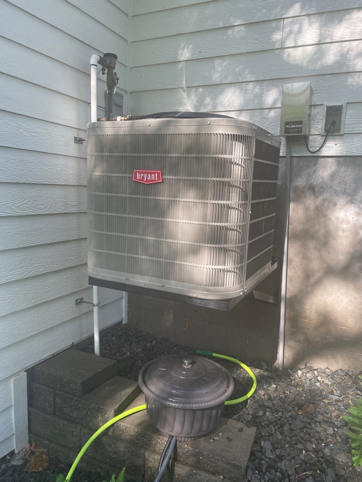 Minneapolis, MN - Tuned up a Bryant ac at a home in Edina, MN!