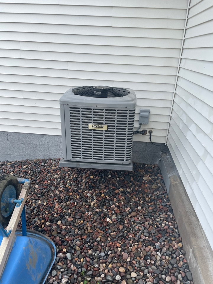 Buffalo, MN - Tuning up a luxaire ac at a home in buffalo, MN!