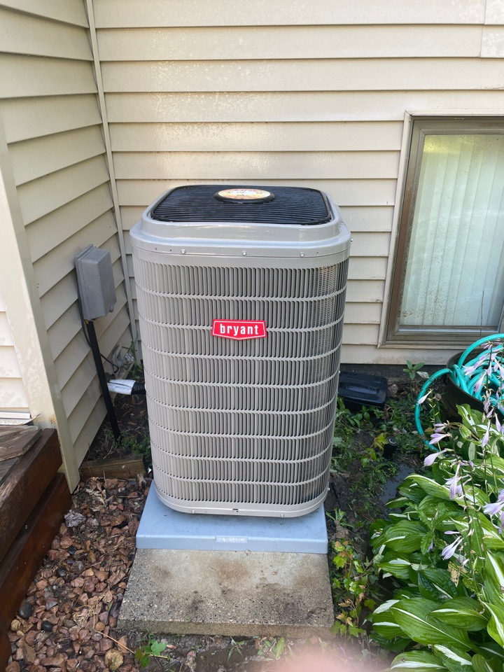 Minneapolis, MN - Tuned up a Bryant ac at a home in Plymouth, MN!