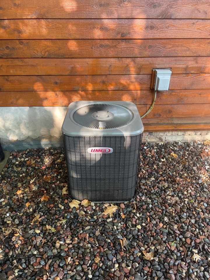 Maple Plain, MN - Tuned up a Lennox ac at a home in independence, MN!