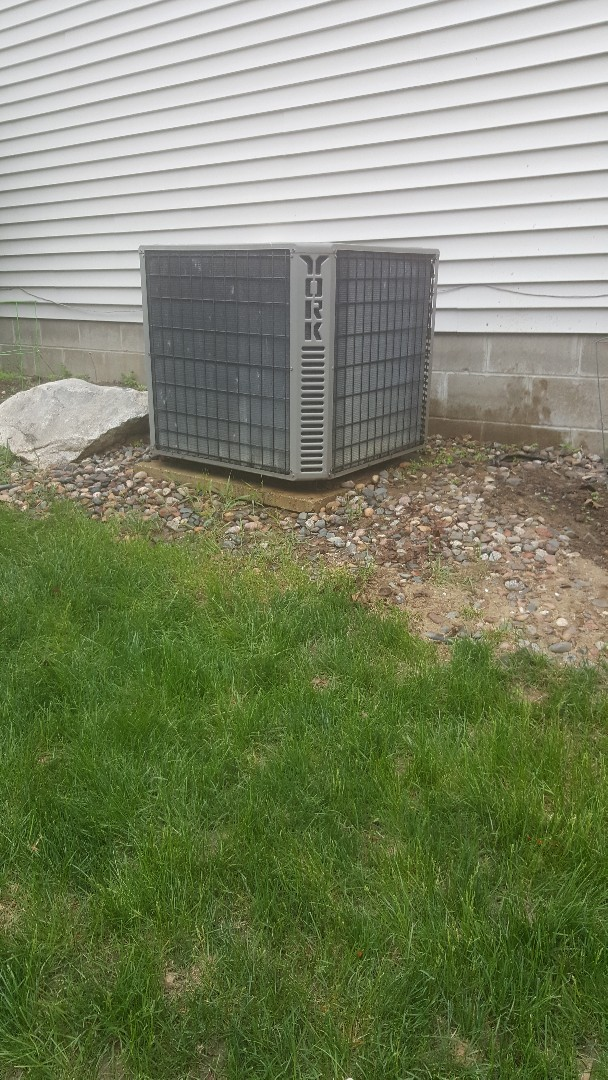 Minneapolis, MN - Performing ac tune up in Plymouth