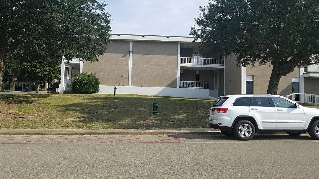 Perkinston, MS - Mississippi Gulf Coast Community College D's Hall sold office furniture