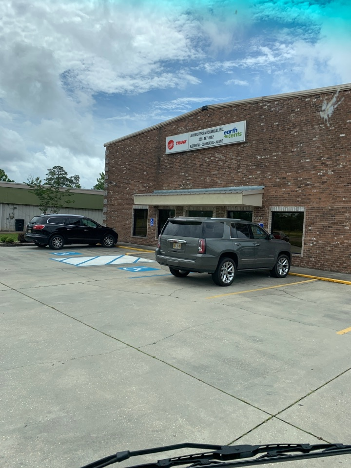 Gautier, MS - Supply delivery to air masters