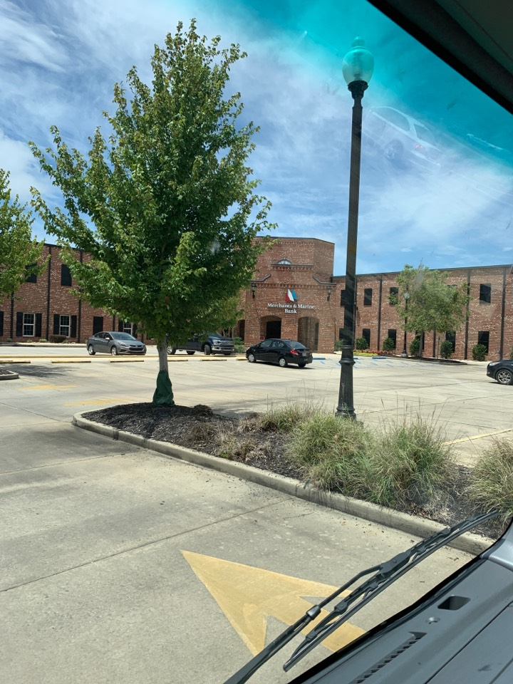 Pascagoula, MS - Office supply delivery to merchant in Marine Bank