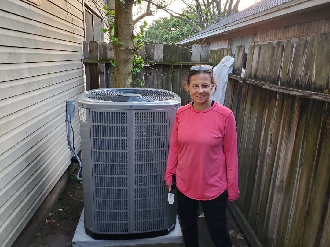 Katy, TX - Installing air conditioning for a happy customer.