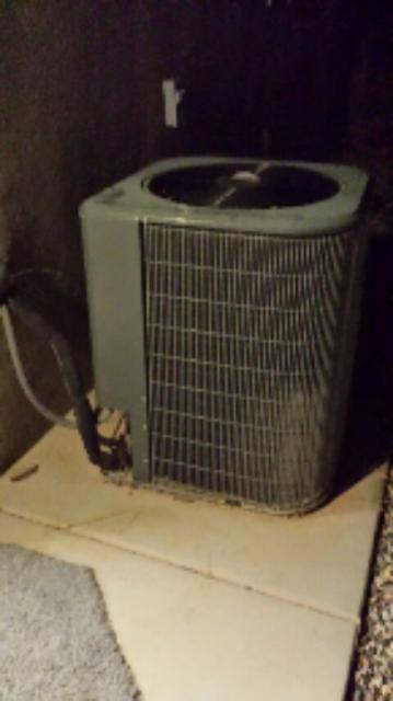 Littlefield, AZ - Dixie HVAC adding refrigerant to a Goodman Heatpump Central Air system