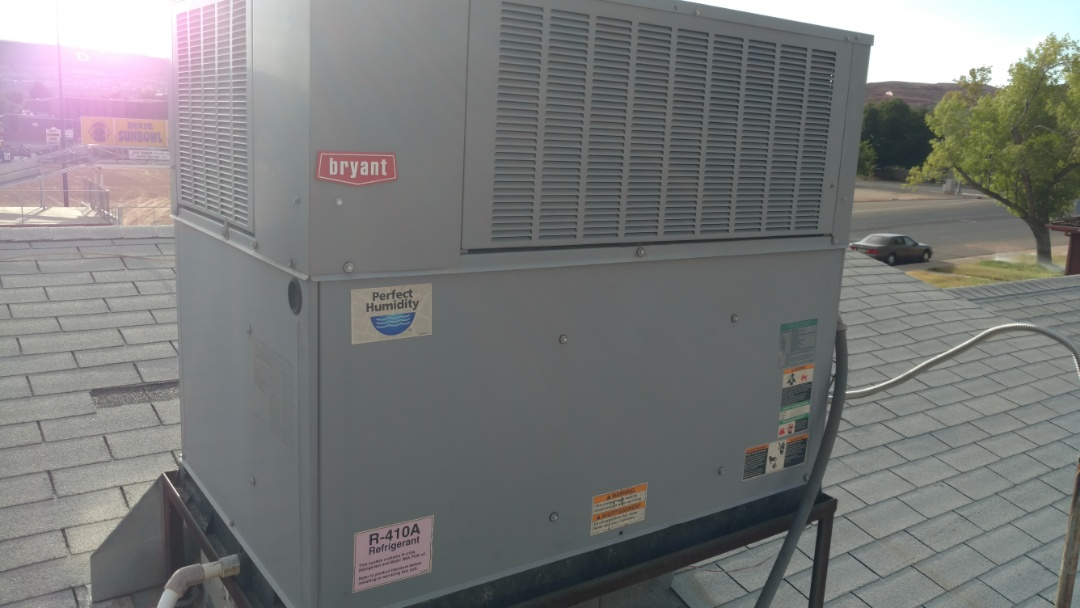 St. George, UT - Dixie Heating and Air Conditioning replacing bad condenser fan motor on Bryant AC roof top unit