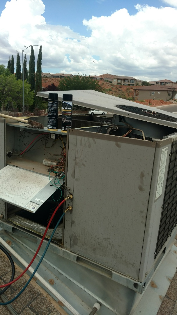 Hurricane, UT - Dixie Heating and Air Conditioning diagnosing dirty plugged air filter and dirty evap coil on York rooftop AC