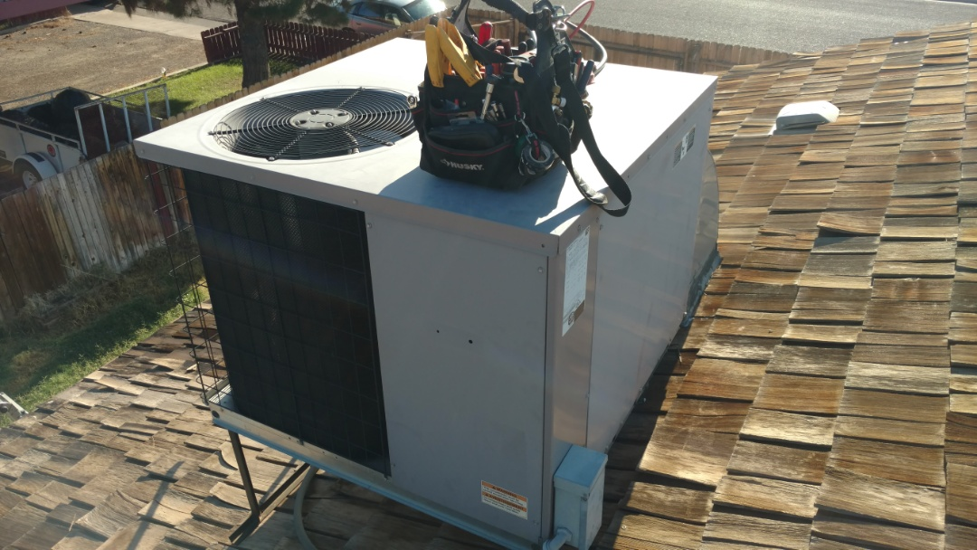 St. George, UT - Dixie Heating and Air Conditioning replacing plugged air filter and cleaning dirty indoor coil on ICP rooftop package heat pump
