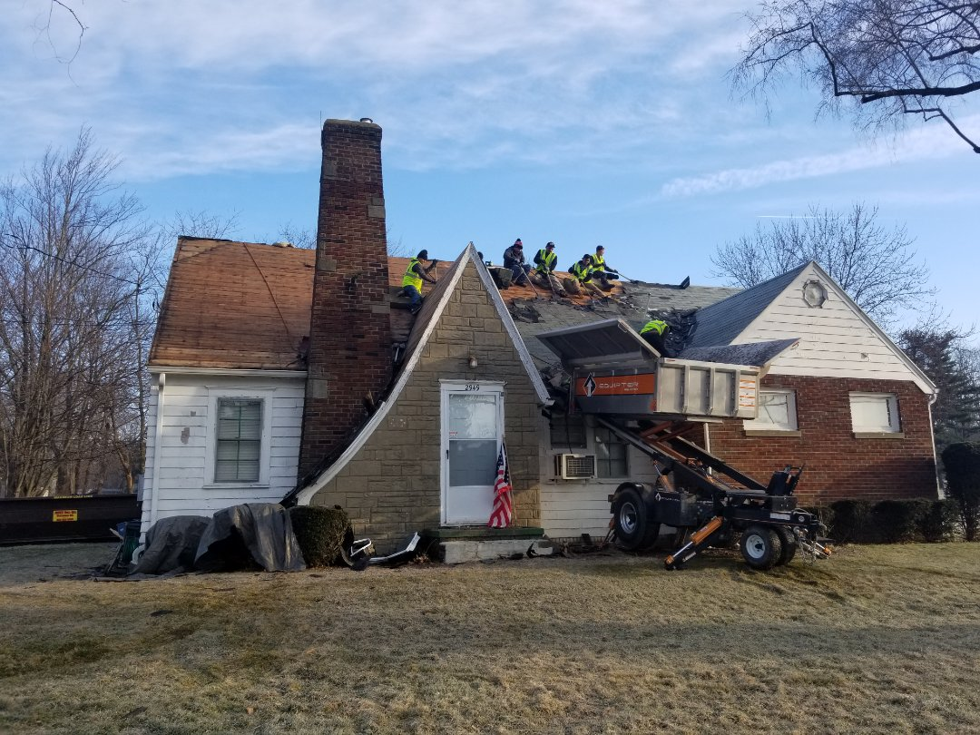 Norton, OH - This homeowner had severe wind damage from our recent storms. Silver Leaf Contracting was able to help get thier insurance company to replace the roof. We upgraded them to an Owen's Corning Duration shingle.