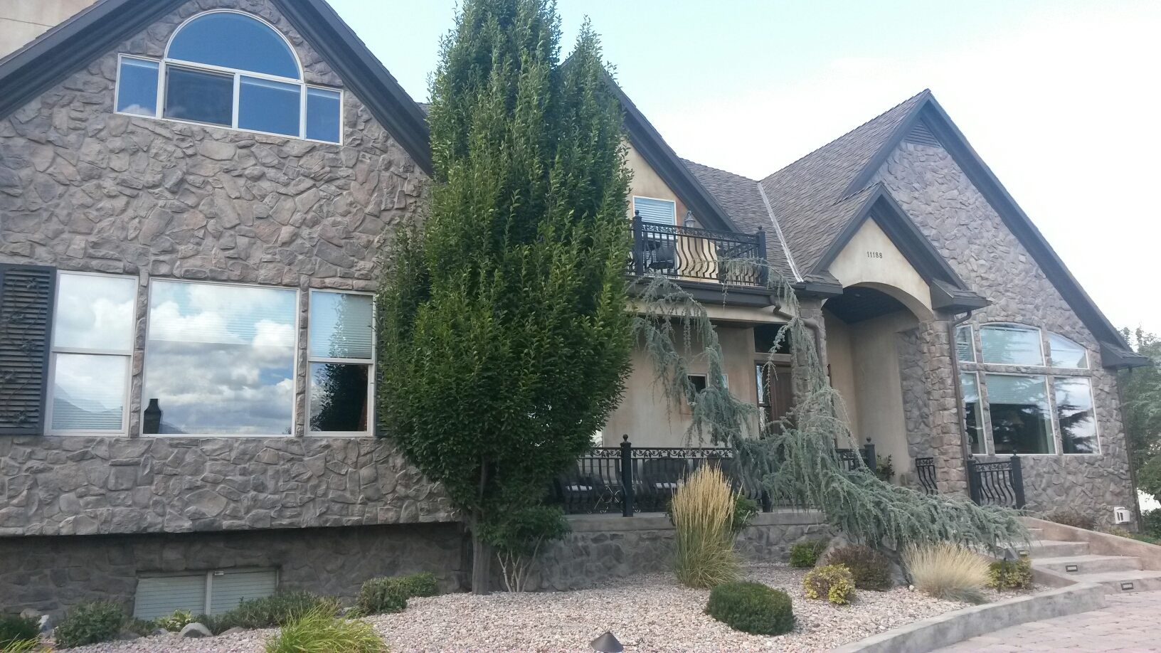 South Jordan, UT - This is one of my favorite homes in South Jordan. It is beautifully finished and has very nice workmanship. This is also a repeat customer. We were out last year and cleaned up a little bit of mold for him and now his home is for sale and we're back cleaning up a very small area of mold.