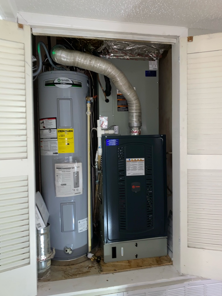 Fort Worth, TX - Install of a trane upflow 14 seer gas system in South Hills Fort Worth Texas