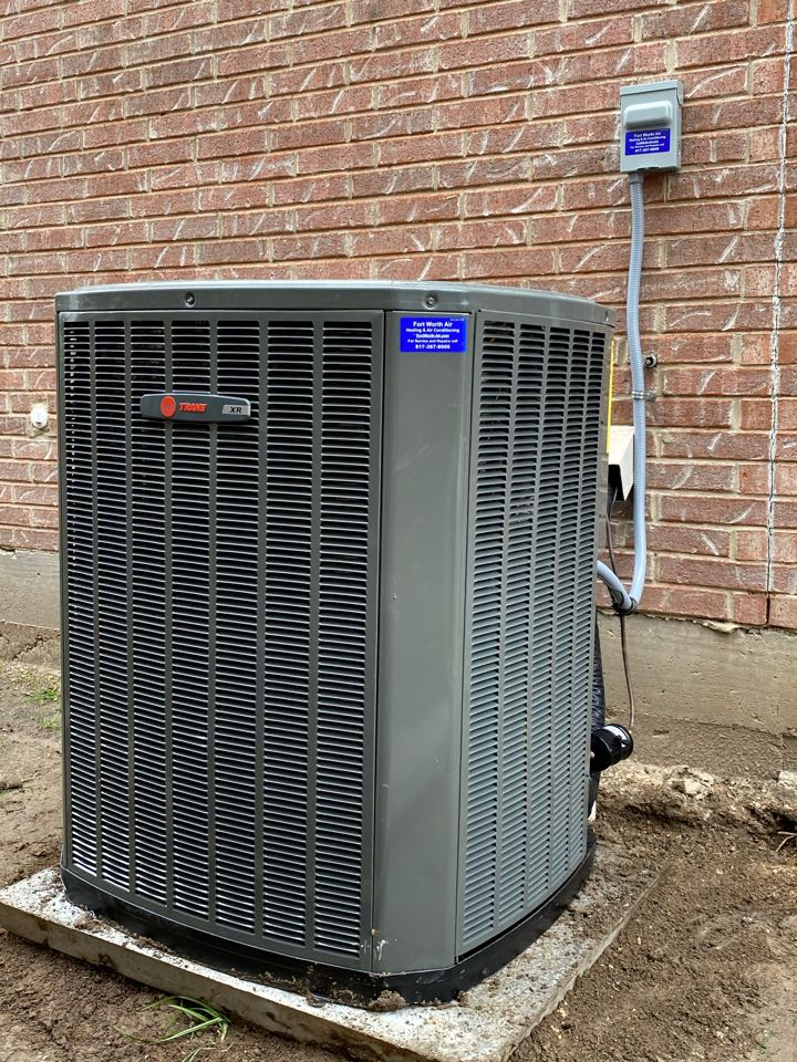 Fort Worth, TX - Trane air-conditioning repair had to clean the condenser coil and add refrigerant  R22
