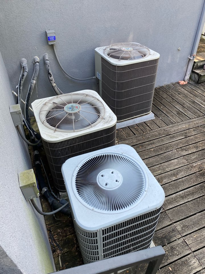 Fort Worth, TX - HVAC repair in Lake Worth working on Carrier air-conditioning equipment heat pump systems