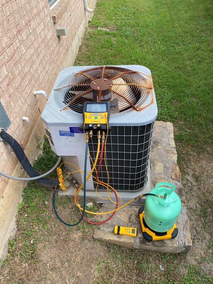 Fort Worth, TX - AC service and repair air conditioning service on a carrier air conditioner in Fort Worth Texas